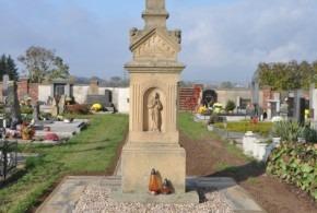 Nová dlažba na hřbitově